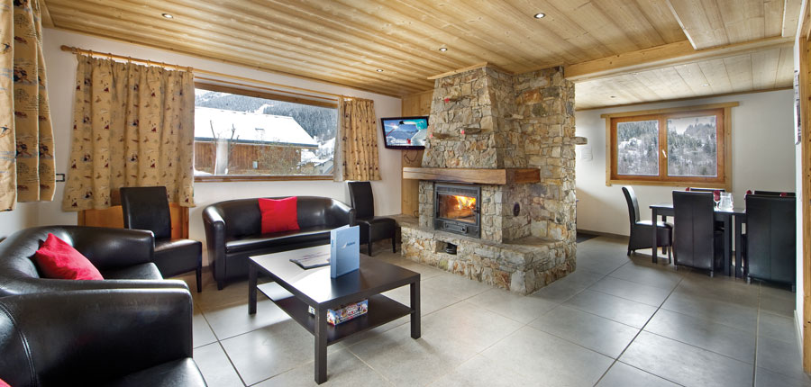 france_three-valleys-ski-area_meribel_chalet-camarine_lounge.jpg